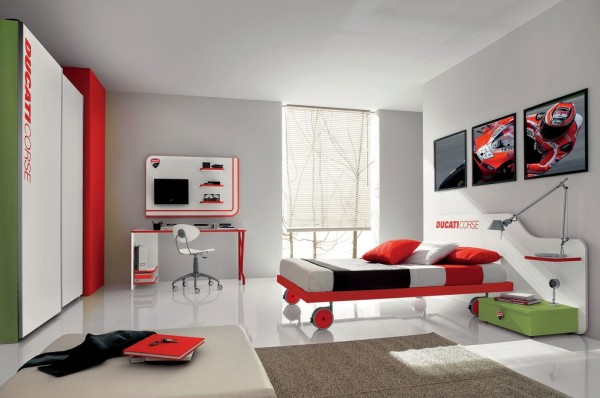 23-Red-green-teenage-boys-room-600x398