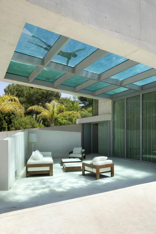 暑すぎる夏はこんな家がイイ!プールの取り入れ方が斬新な家-Jellyfish House