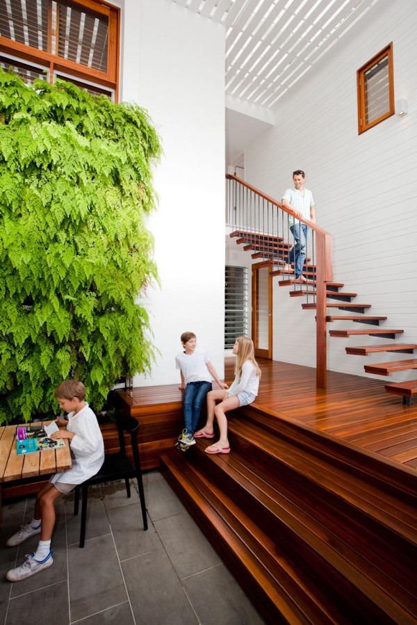 グリーンの壁が素敵!明るい光に包まれたビーチハウス-Sunshine Beach House