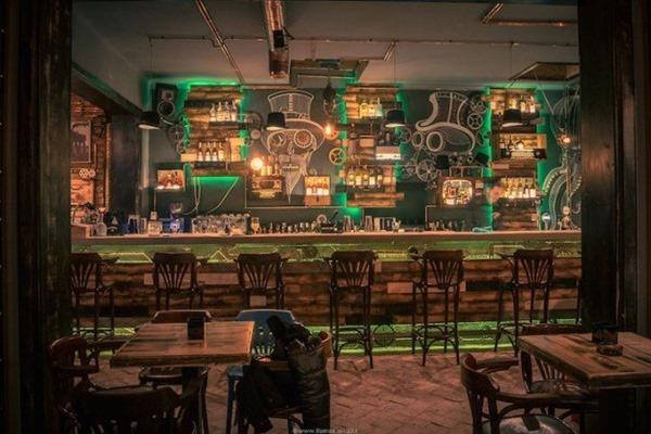 steampunk-pub