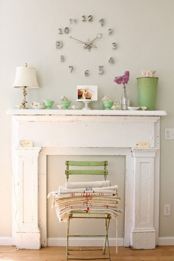eclectic-feminine-living-room-mantle