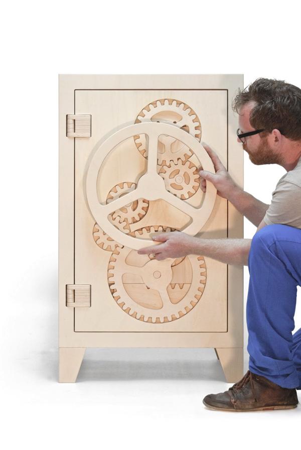遊び心を忘れていない大人たちへ!インテリアとして置ける木の金庫−Wooden Safe Box