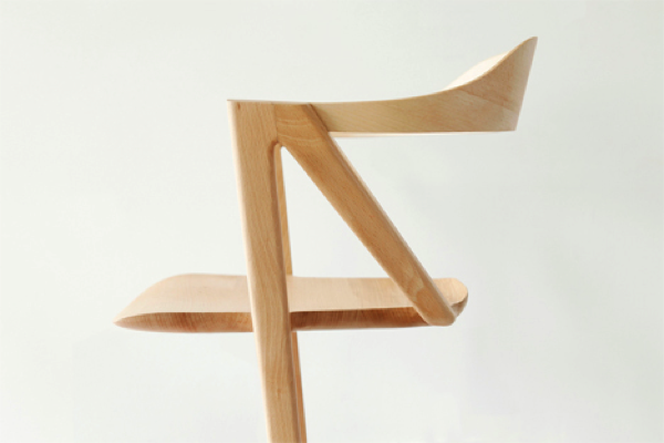 two-legged-balancing-chair
