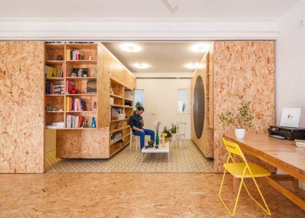 少しでも多く収納したい!可動式の棚で空間を区切る部屋−Movable Shelving
