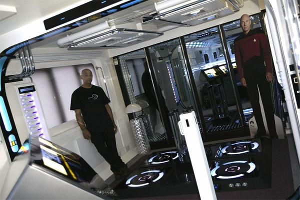 10年越しの超大作!SFの世界を再現した部屋がすごい!