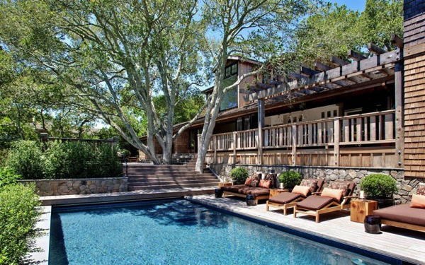ホームパーティーがしたい!プールやバーベキューが楽しめる豪邸