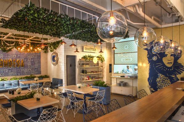 ブルーのデザインタイルが良い!コロンビアの爽やかなレストラン