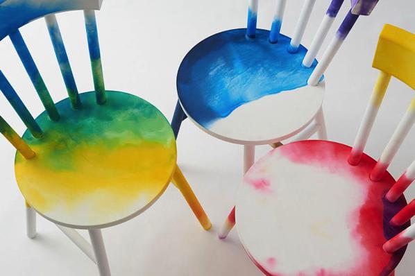 これは欲しい!水彩でも思い通りの色が塗れるプラスチックの椅子 爆誕