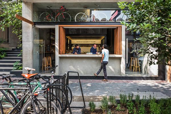 会話が弾むオープンなファサード!自転車好きが集まるカフェ&ショップ