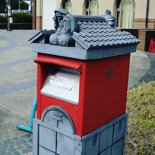 Strangely Mailboxes