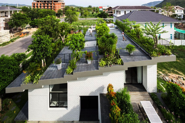 屋根の上が公園みたい!ルーフガーデンがすぎる家